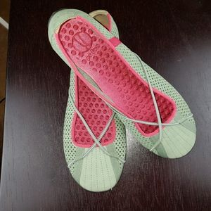 Privo Green Leather Flats with Pink Trim, sz 8.5